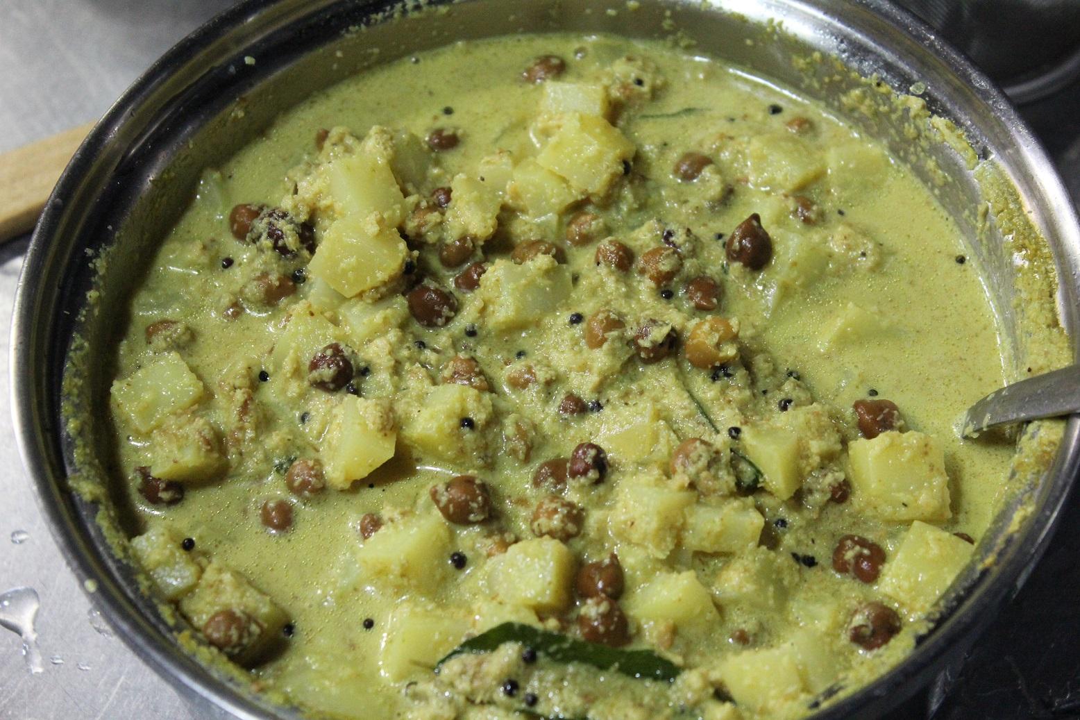 皮付きひよこ豆とじゃが芋の、焦がしココナッツカレー「クートゥカリ」のレシピ