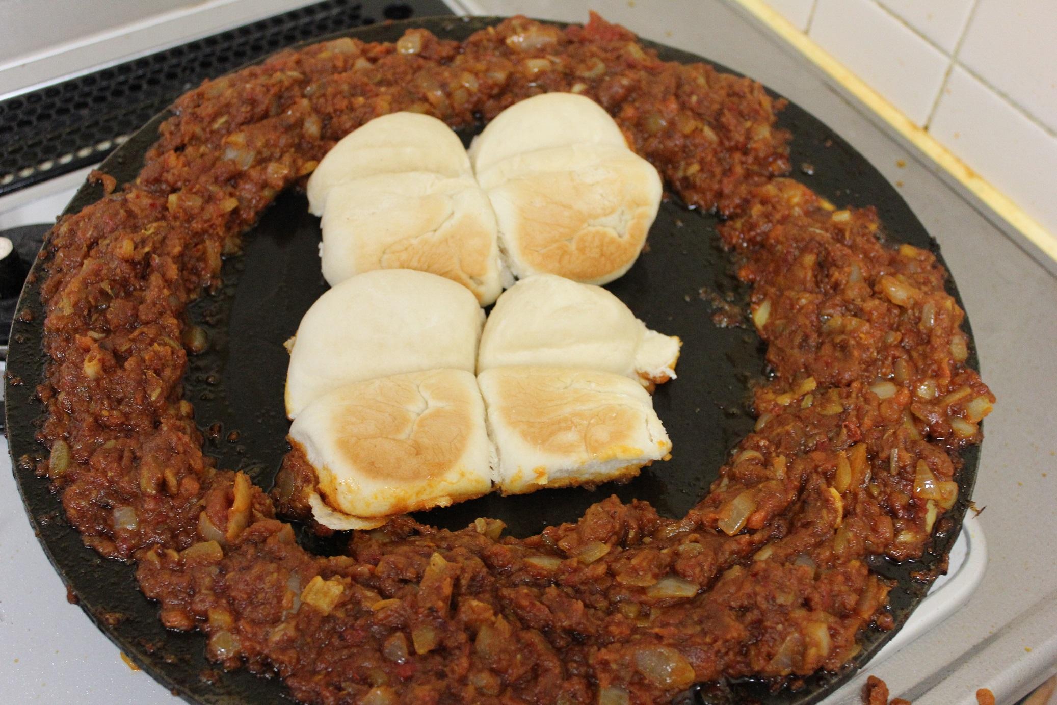 パンで食べるカレー、パオバジのざっくりレシピ