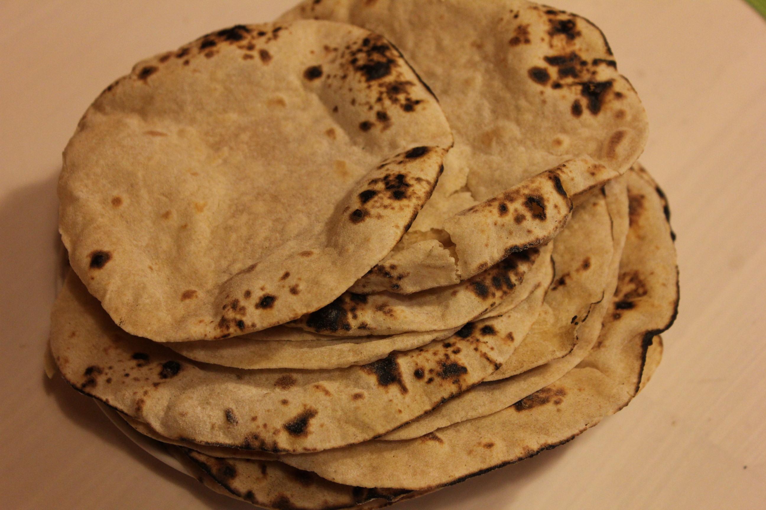 インドの薄焼きパン「チャパティ」のコツと、それに合う料理のレシピ集