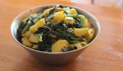 芋とほうれん草を炒めたもの「アルー・パラク」のレシピ